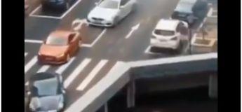 Une illusion optique montre que le trafic disparaît d'un pont et que les internautes sont confus