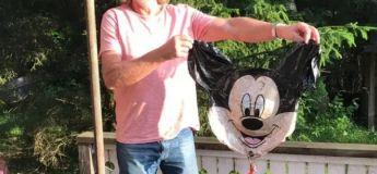 Un couple d'Alsace reçoit un message après avoir envoyé un ballon Mickey dans le ciel
