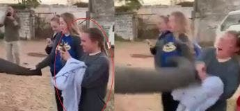 Un éléphant gifle une fille au visage qui utilisait son smartphone pour faire une photo