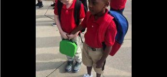 Cette photo de ce garçon, tenant la main d'un camarade de classe en pleurs le premier jour d'école, est devenue virale