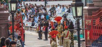 Découvrez cette cérémonie sur les frontières Inde Pakistan, théâtre en politique