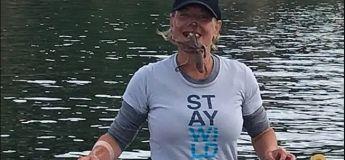 Une femme pose avec une pieuvre sur le visage et fini à l'hôpital
