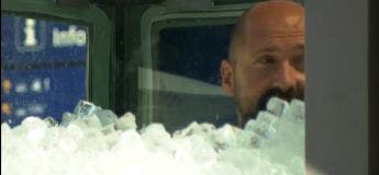 Un athlète autrichien passe deux heures en boîte de glace pour battre le record Guinness