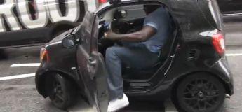 Le Big Man Shaquille O'Neal a réussi à entrer dans une petite voiture