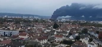 Un immense incendie dévaste l'usine Lubrizol de Rouen (Vidéos)