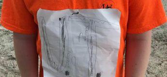 Le T-shirt fait main d'un élève reçoit la moquerie de ses pairs et finit par être officialisé