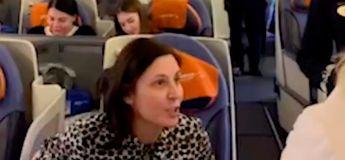 Une actrice russe expulsée de force d'un avion après avoir traité les passagers de «plébéiens»