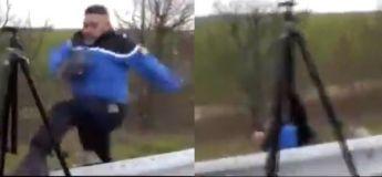 « Et hop ! Mon pantalon est trop serré et je me suis cassé la gueule », le gendarme qui n'est pas à St Tropez !