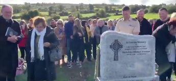 Un homme déclenche l'hilarité générale à ses propres funérailles