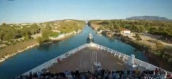 Grèce : un paquebot réussit à traverser le canal étroit de Corinthe (vidéo)