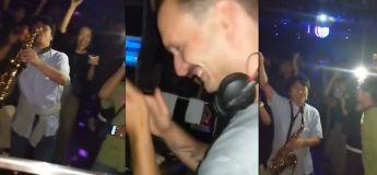 Cet homme a réussi à impressionner tout le monde avec son saxophone, la réaction du DJ est hilarante