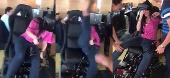 Elle a eu tellement peur dans ce siège VR qu'elle en est tombée