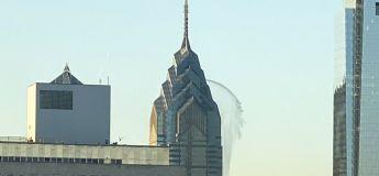 Mystère : de l'eau jaillit d'un gratte-ciel de Philadelphie