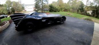 Il se fabrique sa propre Batmobile (du film de Tim Burton)