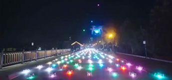 Chine, un spectacle de 800 drones illuminés en forme d'avions dans le ciel