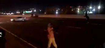 Toronto : Une voiture faisant des donuts sur l'autoroute a été filmée par la police