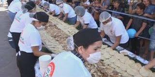 Des Mexicains battent le record du monde du plus long tacos
