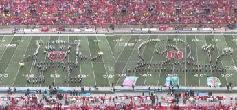 La fanfare d'Ohio fait un  spectacle de la mi-temps impressionnant inspiré de «Bob l'éponge»