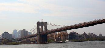 Vidéo : un automobiliste supplie un homme de ne pas sauter du pont de Brooklyn