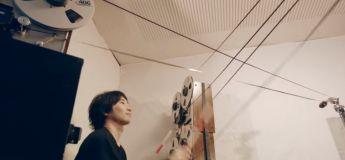Vidéo: il crée un super son en jouant avec les bandes magnétiques de cassettes