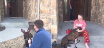 Surprise : ses parents lui ont offert le chien dont elle s'est occupée dans un refuge local