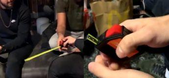 Ces gars ont trouvé un jeu simple mais très amusant avec un mètre ruban