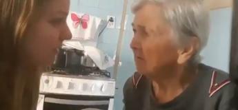 Cette femme atteinte d'Alzheimer se souvient de sa fille pendant 1 seconde et lui dit «Je t'aime»