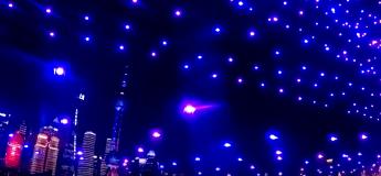 Des drones lumineux dans le ciel de Shanghaï pour la nouvelle année 2020