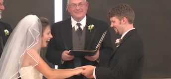 Cette future mariée tombe dans un fou rire incontrôlable lors de son mariage