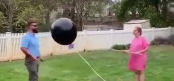 Ballon de naissance : un couple rate complètement cette découverte et on se marre bien en les regardant !