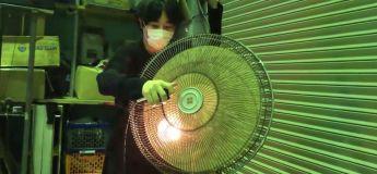 Il crée un son d'une basse électronique en utilisant un ventilateur industriel