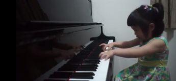 La vidéo d'une mignonne petite fille de 3 ans habile au piano fait le buzz