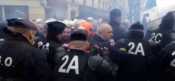 Paris 28 janvier : Les pompiers violentés par les CRS durant leur grève !