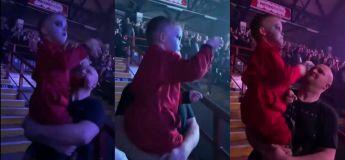 Ce garçon littéralement vole la vedette durant un solo de batterie dans un concert de Metal ! Vous n'allez pas le croire !