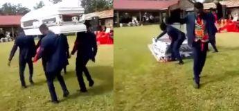 L'horrible moment quand ces hommes ont fait tomber le cercueil lors des funérailles !