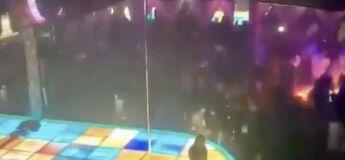 Vidéo : une strip-teaseuse tombe de plus de 4 mètres en faisant du pole dance… et continue à danser