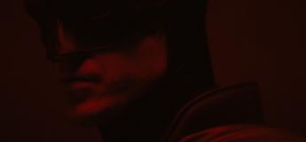 Les premières images de Robert Pattinson dans le costume de Batman dans un court teaser vidéo !