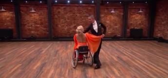La performance d'un couple avec une chaise roulante a fait sensation dans une compétition de danse