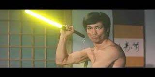 Bruce Lee réédité à la sauce Star Wars avec des sabres laser !