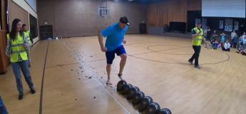 Un homme de l'Idaho bat le record Guinness de l'éclatement des ballons avec les pieds