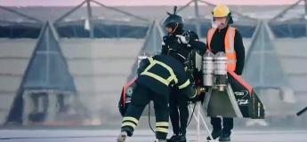 Dubaï : le wingsuit à réaction de Jetman décolle du sol à la Iron Man pour un vol à haute altitude