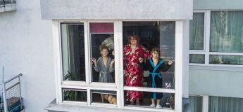 Quand les drones captures les images de personnes en quarantaine à leurs fenêtre ou sur leurs terrasses