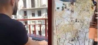 Barcelone : il joue « My heart will go on » (Titanic) depuis son balcon pour ses voisins