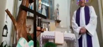 Un prêtre italien célèbre une messe en direct sur Facebook avec des filtres de réalité augmentée (involontaires)