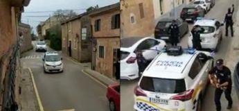 Espagne, la police joue de la musique dans la rue durant le confinement