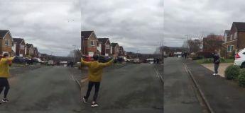 Les voisins exécutent une « danse socialement distante » dans la rue en cette période de confinement pour garder la forme