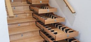 Un Australien transforme des escaliers en cave à vins pour plus de 150 bouteilles
