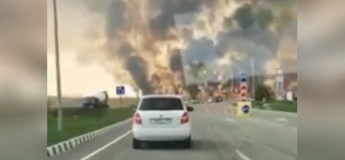 Scène apocalyptique en Russie : de grosses flammes s'élèvent dans le ciel