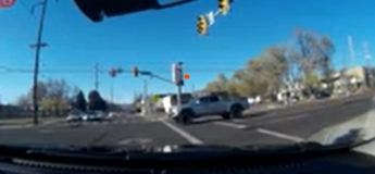 La tentative de fuite de ce voleur au volant d'une voiture tourne au fiasco :  arrêté après avoir créé ce crash, il n'a fait qu'empirer sa situation !