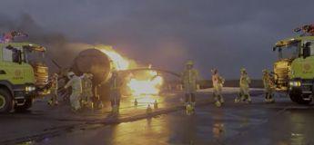 Les pompiers de l'aéroport de Keflavik (Islande) sans travail, nous propose une danse originale